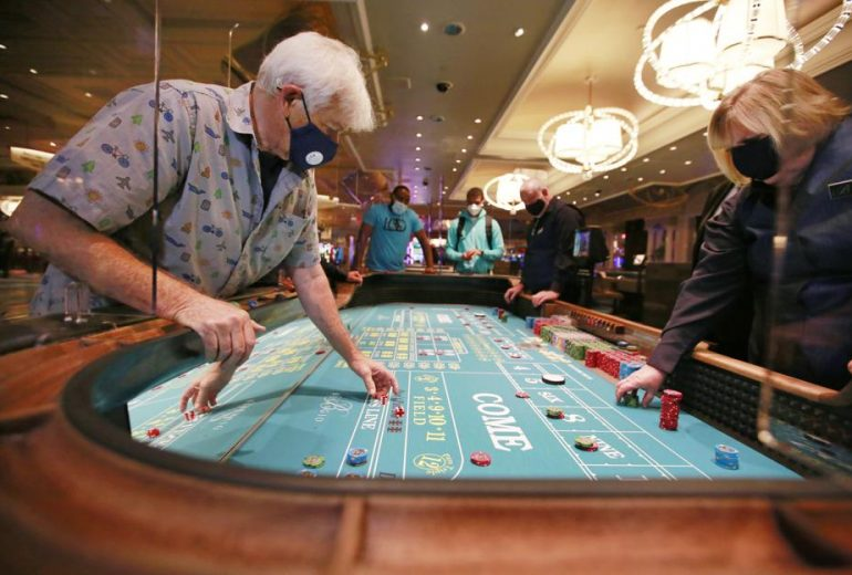 Online Gambling And Love - How They're The Same